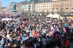 İsveç'te 23 Nisan Kutlamasında Mahşeri Kalabalık...