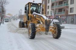 Kulu'da, cadde ve sokaklardaki karlar temizleniyor