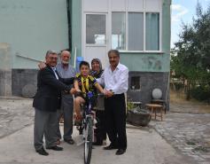 Kulu Belediye Başkanı Ahmet Yıldız'dan Minik Yusuf'a bisiklet ve forma